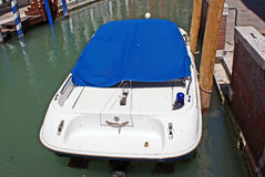 Barca di polizia con lampeggiante Fotografie Stock Libere da Diritti