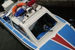 Barca di polizia nella città della Cina Xitang Immagini Stock