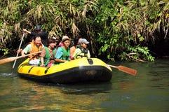 Barca di rafting - kanchanaburi la Tailandia 17 marzo 2008 Immagini Stock Libere da Diritti