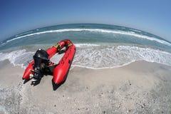 Barca di Resque sulla spiaggia Fotografia Stock Libera da Diritti