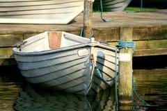Barca di riga ancorata Fotografia Stock