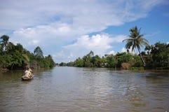 Barca di riga sul fiume di Mekong Immagine Stock