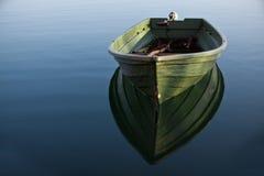 Barca di riga sul lago Immagine Stock