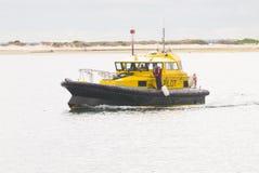 Barca di sicurezza di porto che sorveglia porto esterno in Australia Meridionale fotografie stock libere da diritti