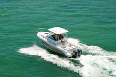 Barca di Sportfishing sulla baia di Biscayne fotografie stock libere da diritti