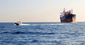 Barca di velocità ed industriale immagini stock libere da diritti