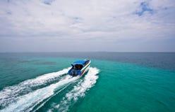 Barca di velocità nei colori del mare due Fotografia Stock Libera da Diritti