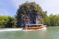 Barca durante il giro della mangrovia Immagine Stock