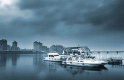 Barca e bacino Immagini Stock