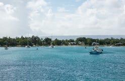 Barca e barche a vela del rimorchiatore di Roimata II: Port Vila Fotografia Stock
