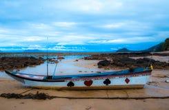 Barca e cielo di mare Fotografia Stock