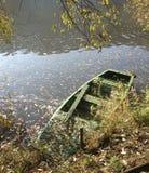 Barca e fiume in autunno Fotografia Stock Libera da Diritti