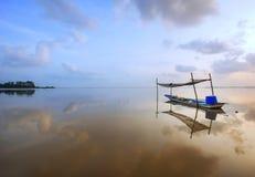 Barca e lago Fotografia Stock Libera da Diritti