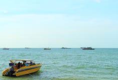 Barca e traghetto di velocità Fotografia Stock