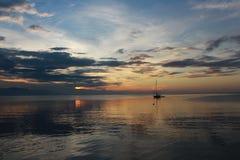 Barca e tramonto Fotografia Stock Libera da Diritti