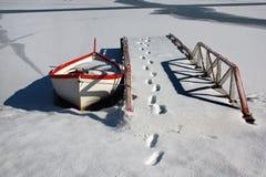 Barca e un pilastro Fotografia Stock Libera da Diritti