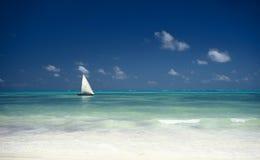 Barca ed oceano, Zanzibar, Tanzania Fotografia Stock Libera da Diritti
