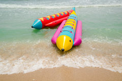 Barca ed onda di banana Fotografie Stock Libere da Diritti