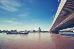 Barca em Danube River em Viena, Áustria Imagem de Stock