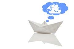 Barca fatta di carta con la riflessione fotografia stock