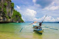Barca filippina nel mare, Palawan, Filippine fotografie stock