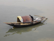 Barca in fiume fotografie stock