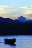 Barca in fiume di luangprabang Fotografie Stock