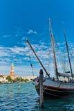 Barca in Grand Canal con San Giorgio Island Fotografia Stock Libera da Diritti