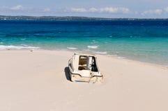 Barca incagliata sull'isola della prigione, Zanzibar, Tanzania Fotografie Stock