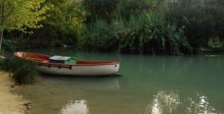 Barca in lago Fotografie Stock Libere da Diritti