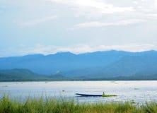 Barca in lago fotografia stock libera da diritti