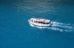 Barca in mare Immagini Stock