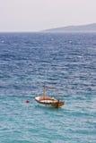 Barca in mare adriatico Immagini Stock Libere da Diritti