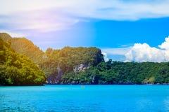 Barca in mare delle Andamane Phi Phi Islands Krabi Thailand fotografia stock