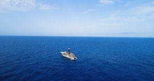 Barca in mare in vista la vista aerea stock footage