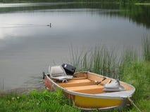 Barca messa in bacino immagine stock