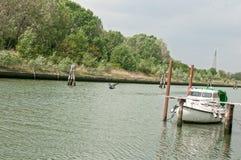 Barca messa in bacino fotografia stock libera da diritti