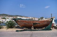 Barca messa in bacino per le riparazioni Immagine Stock