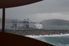 Barca messa in bacino un giorno tempestoso Fotografia Stock Libera da Diritti