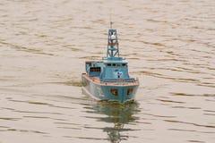 Barca militare d'avvicinamento fotografia stock