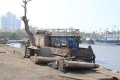 Barca morta nell'iarda della tomba dell'acqua Immagine Stock