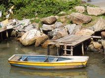 Barca nel fiume Fotografie Stock