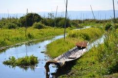 Barca nel lago Inle fotografia stock