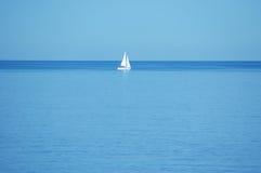 Barca nel mezzo di in nessun posto Immagine Stock Libera da Diritti
