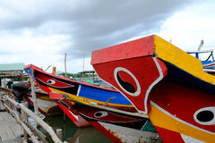 Barca nel paesino di pescatori lungo del galleggiante del figlio, figlio lungo, Hai lungo Fotografie Stock
