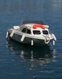 Barca nel porto dell'oceano Immagini Stock Libere da Diritti