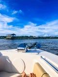 barca nel porto di Charleston fotografia stock libera da diritti