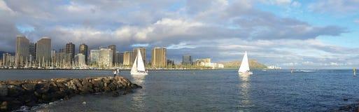 Barca nel porto di waikiki fotografie stock