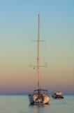 Barca nel tramonto fotografia stock libera da diritti
