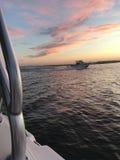 Barca nel tramonto immagine stock